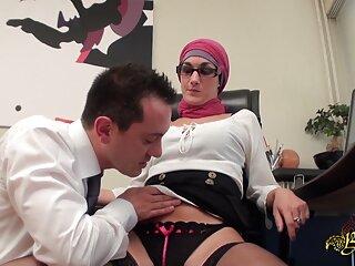 دختر برای دوست پسر خود رینگ درست دانلود پورن فول اچ دی می کند
