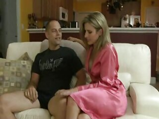 مور یک دوست دختر لوکس دیک را که در خال سیکس فول کوبی است روشن می کند
