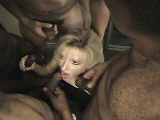 دختر به طرز ماهرانه ای dicks در اندازه های مختلف فیلم سکسی فول اچ دی را می مکد
