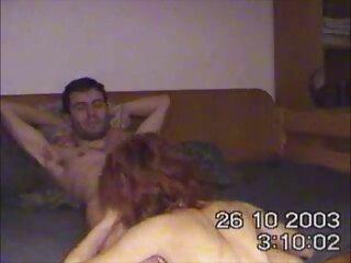 Darina الاغ خود را به راحتی حتی فقط کانال فول سکسی با روغن کاری می کند