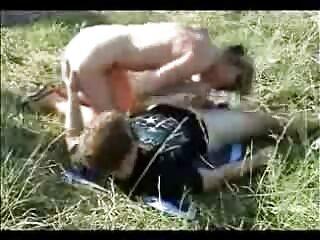 سه بور به طرز شیرینی با یک نوجوان سیری ناپذیر خوابیده اند فیلم سکسی فول اچ دی