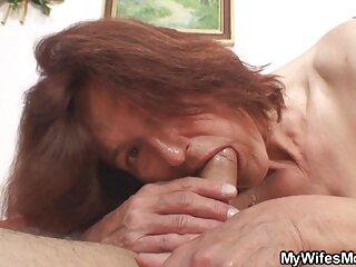 دختر با فیلم سینمایی سکسی اچ دی بدن زرق و برق دار خود بازی می کند